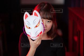 マスクを身に着けている人の写真・画像素材[2081660]