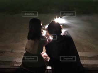 カップルで花火の写真・画像素材[3349881]