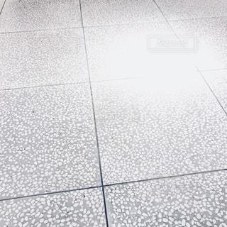 白い文字と黒い印 - No.1043528