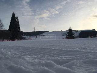 雪に覆われた斜面 - No.1068242