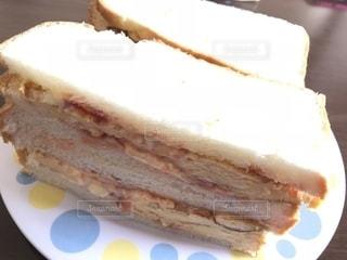主人が作ってくれる朝食、たまごサンド。の写真・画像素材[1124876]