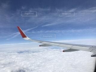 雲の上を飛ぶ飛行機の写真・画像素材[1165361]