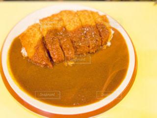 お昼ご飯はカツカレーの写真・画像素材[2156237]