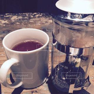 テーブルの上のコーヒー カップの写真・画像素材[810248]