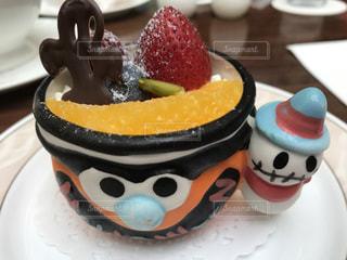 皿の上のケーキの一部の写真・画像素材[728813]