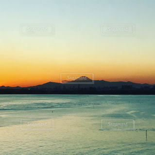 夕焼けと富士山の写真・画像素材[914611]