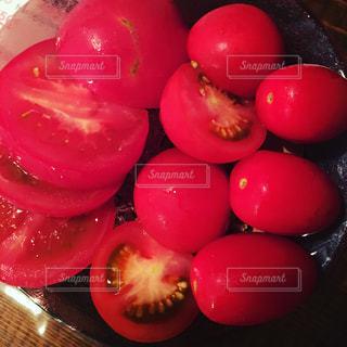 真っ赤な冷やしトマトの写真・画像素材[761447]