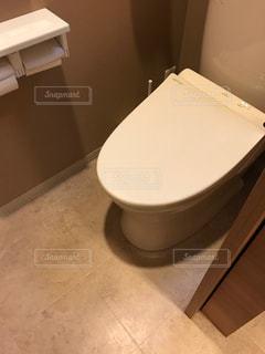 白いトイレの写真・画像素材[1059929]