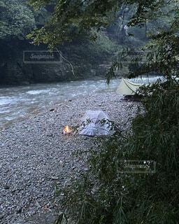 森林の中のキャンプの写真・画像素材[3844854]