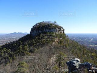 背景の山と木の写真・画像素材[1224605]