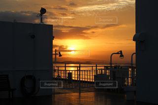 街に沈む夕日の写真・画像素材[764561]