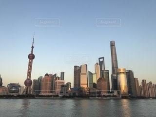 上海外灘の夕暮れの写真・画像素材[1052181]
