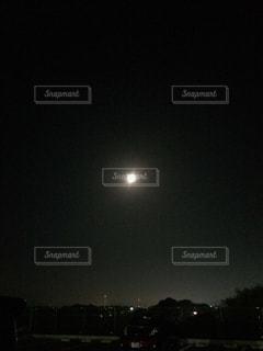 夜に見上げる空の景色の写真・画像素材[849364]