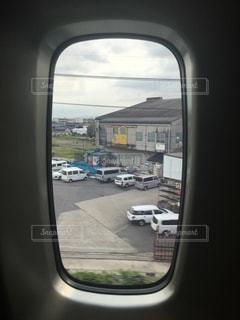 車の窓の側のビュー ミラーの写真・画像素材[772230]