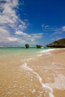 海の横にある砂浜のビーチの写真・画像素材[1754960]