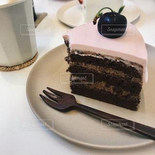 皿にチョコレート ケーキの写真・画像素材[1231815]