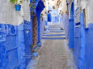 青と白の建物の写真・画像素材[1237314]