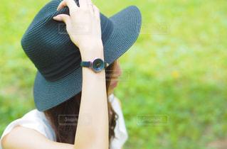 帽子をかぶっている女性の写真・画像素材[707979]