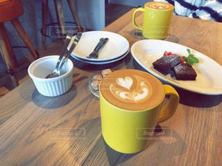 黄色のコーヒー カップ *°の写真・画像素材[1119085]