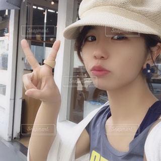 帽子をかぶった女性の写真・画像素材[2337428]