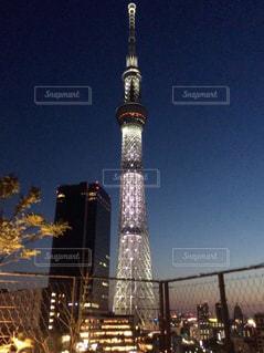 夜に時計塔が点灯するの写真・画像素材[2411662]