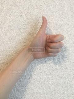 手を閉じるの写真・画像素材[2411679]