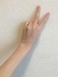 手を閉じるの写真・画像素材[2411683]