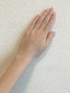 手を閉じるの写真・画像素材[2411686]