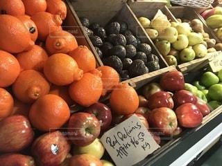 販売のためのオレンジの束の写真・画像素材[1336830]