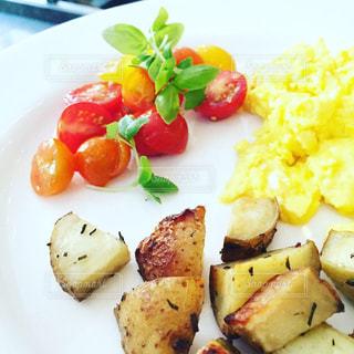 朝食のプレートの写真・画像素材[1744659]