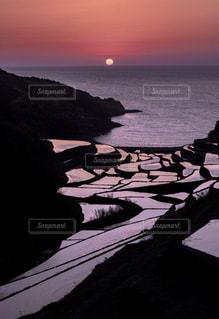 棚田に沈む夕陽の写真・画像素材[1139167]