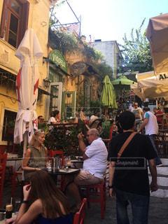アテネの雰囲気あるレストラン路の写真・画像素材[1503408]