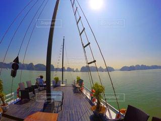 水の体の小さなボートの写真・画像素材[728472]