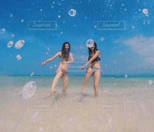 水体で泳ぐ子の写真・画像素材[816184]