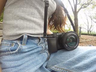 携帯電話を持っている人の写真・画像素材[755203]