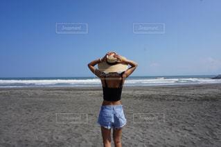 ビーチに立っている人の写真・画像素材[783152]