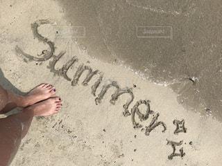 ビーチに立っている人の写真・画像素材[810914]