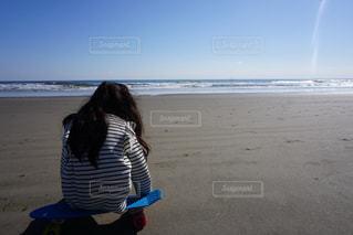 ビーチに立っている人の写真・画像素材[849502]