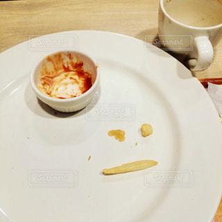 食品とコーヒーのカップのプレートの写真・画像素材[1295114]