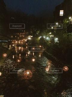 夜の街の景色の写真・画像素材[982648]