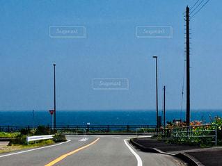 海に向かう道の写真・画像素材[2859722]