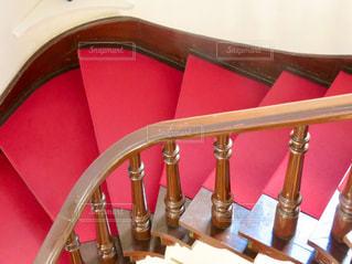 赤絨毯の階段の写真・画像素材[3055070]