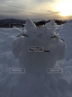 雪の中で雲のグループの写真・画像素材[714449]
