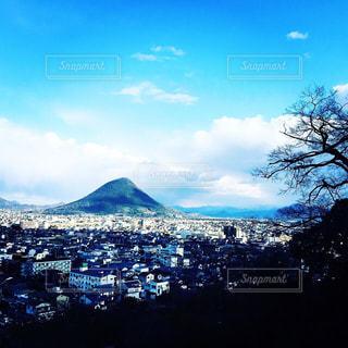 山の前に大群衆ビューの写真・画像素材[714461]