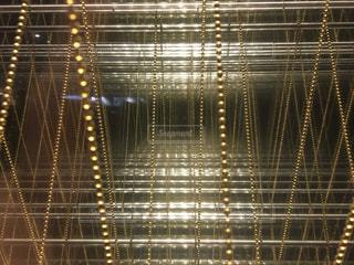 光る金網の写真・画像素材[935144]
