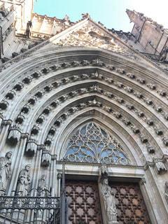 大規模な石造りの建物で窓が多くの写真・画像素材[992109]
