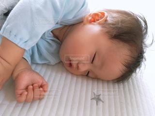 天使の寝顔の写真・画像素材[1615541]