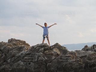 岩の上で気持ちいいねーの写真・画像素材[1058434]