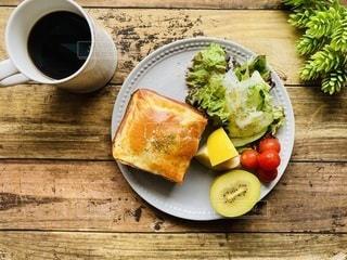 ハムチーズトーストでワンプレートの写真・画像素材[3345040]