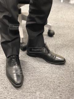 地面に靴のグループの写真・画像素材[1738461]